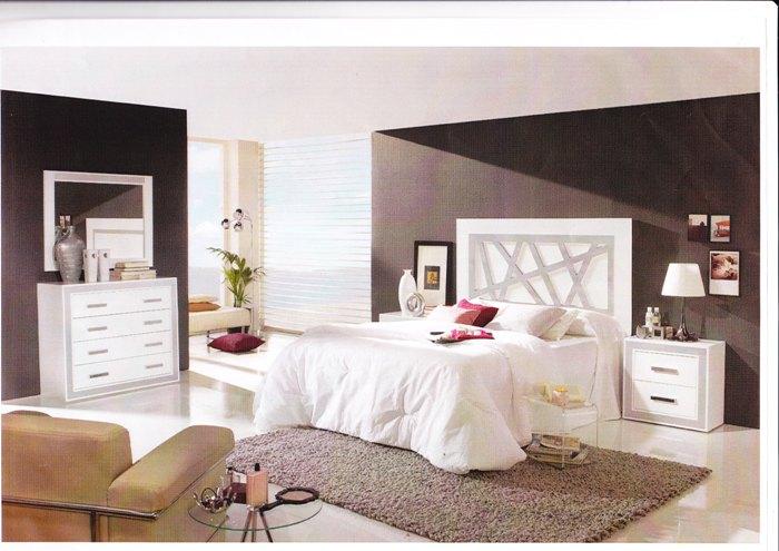 Dormitorio matrimonio blanco clasico for Dormitorios modernos en blanco y plata